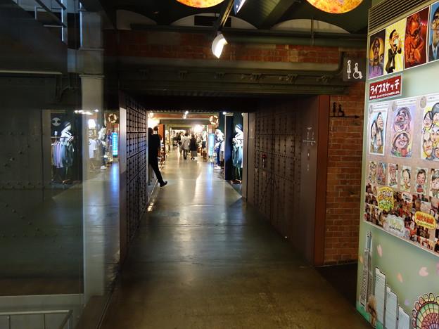 赤レンガ倉庫の中 (横浜市中区新港)