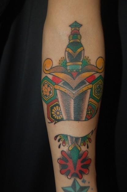 ナイフ(武器)のタトゥー knife tattoo
