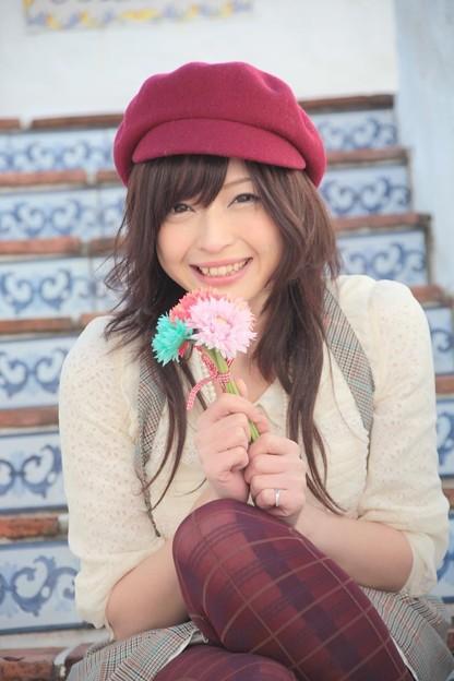 くしゃって笑う君と花。