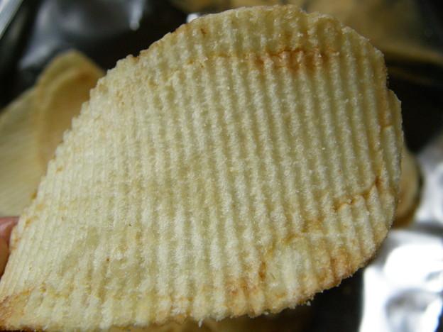 「富良野ポテトチップス 焦がしバター味」のアップ