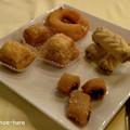 Photos: サービスで出て来たチュニ菓子セット
