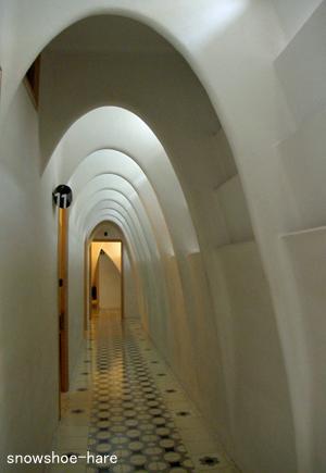 放物線な廊下