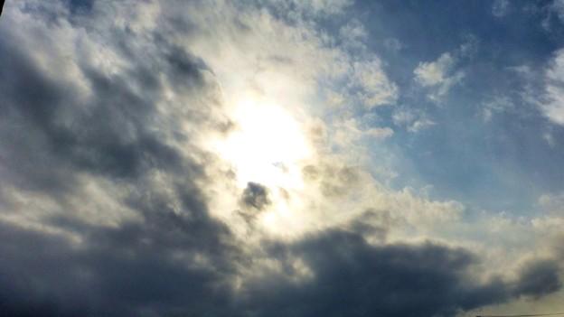 太陽 雲から出るところ