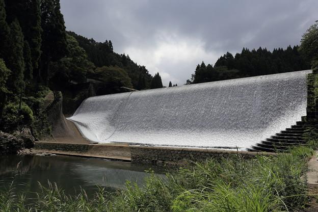 白水溜池・堰堤(全景)