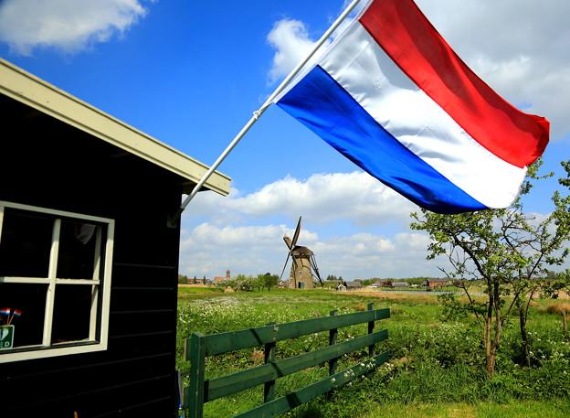 オランダ「キンデルダイク」の風車&国旗 ♪