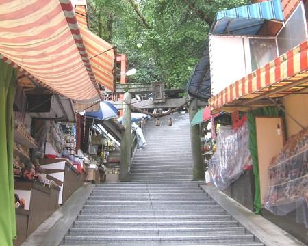 大分 高塚地蔵尊03 参道脇の市