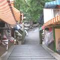 写真: 大分 高塚地蔵尊03 参道脇の市