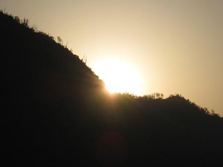 八雲山から昇る朝日 20130514