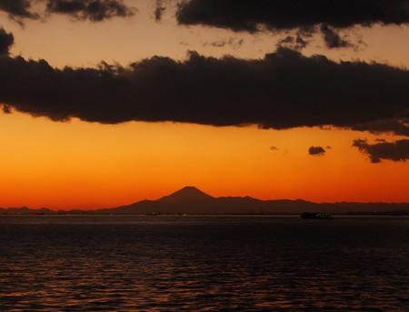 花見川河口から望む富士山5