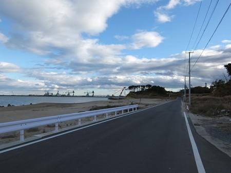 311津波の爪痕1:復興中の相馬港