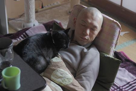 お疲れすーさんと黒猫
