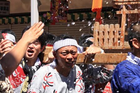 2012.08.05 富士 甲子祭 神輿と水かけ