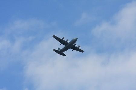 2012.10.31 和泉川 C-130T AX-995 VR-53