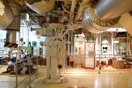 2012.12.27 氷川丸 機関室 メーターと伝声管