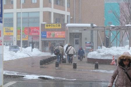 2013.01.25 青森駅前 雪