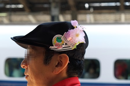 2013.03.15 東京駅23番線ホーム お掃除の天使