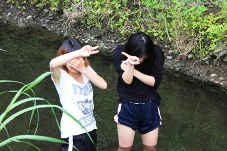 2013.06.10 和泉川 中高生女子 泳ぐ