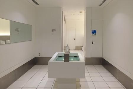 2013.06.18 新丸ビル 白いトイレ
