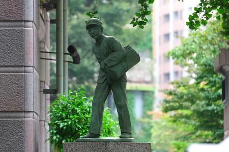 2013.09.07 日本大通 新聞少年の像