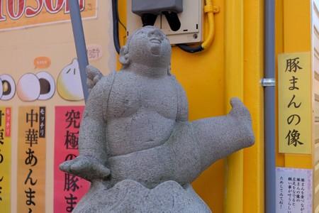 2014.01.14 中華街 豚まんの像