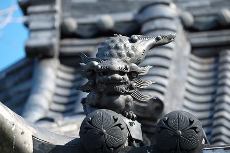 2014.01.22 鎌倉 蛭子神社 屋根の狛犬