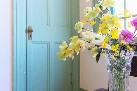 2014.01.29 山手 ブラフ18番館 ドアと生花