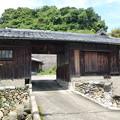 Photos: 下津町小原の門型倉庫のあるお宅