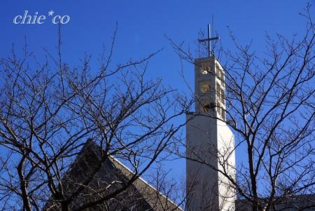 青空と・・桜の樹と・・教会と・・