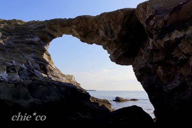 自然のアート・・馬の背の洞門・・