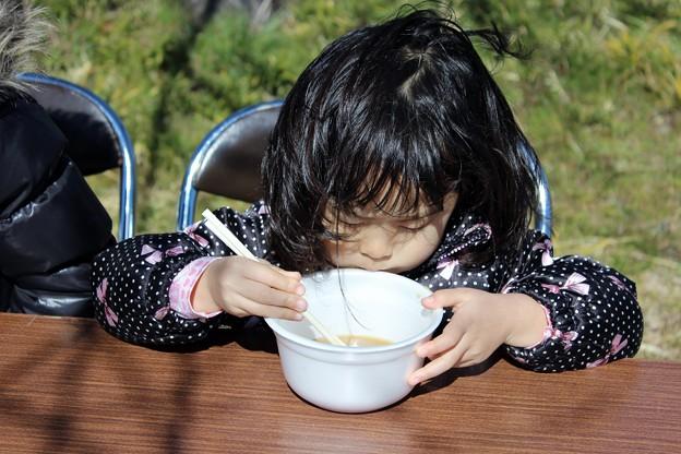 Photos: 芋煮もうまいし箸使いもうまいでしょ