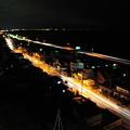 写真: 小田原付近の国道1号と西湘バイパス夜景