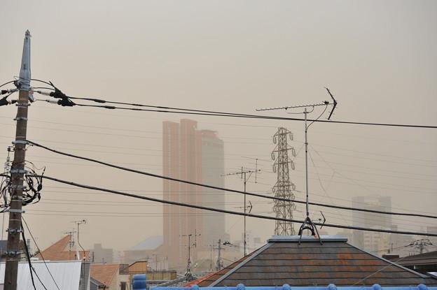 Photos: 黄砂じゃなくて煙霧に霞むキャロットタワー