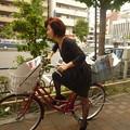 Photos: 夏の暑さにも負けず、自転車でポスティングに向かう社長