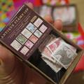 写真: Seriaのアンティーク切手風水糊シール