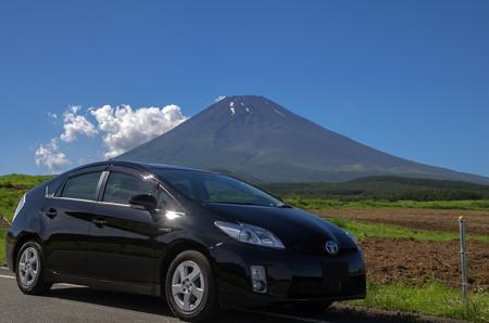 プリウスと富士山