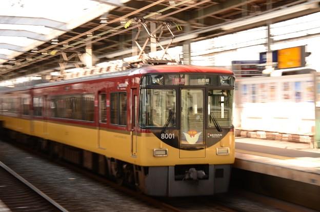 京阪特急8001F前パン通過♪