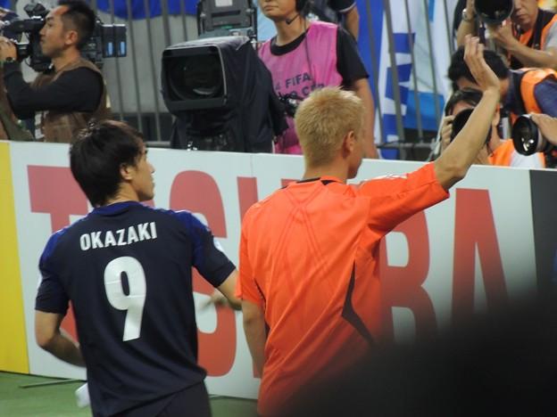 Photos: ザキオカさんと本田△の背中・・・(ヨルダン戦6.8)