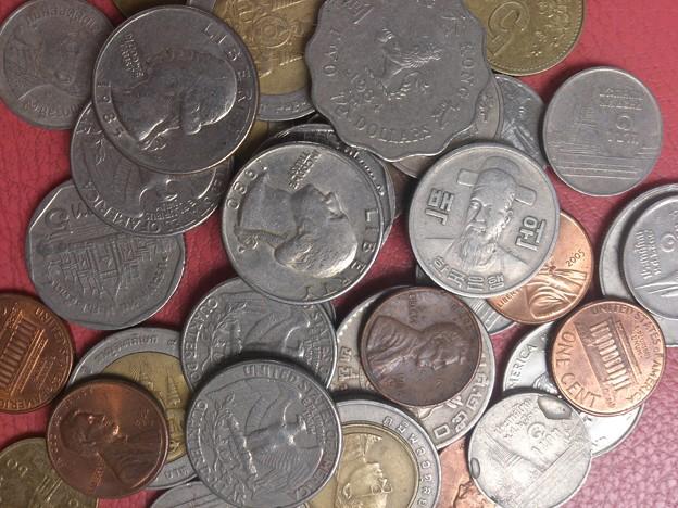 写真: 外国通貨 まだ使えますか!