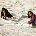 Badwater - Rie and Kane taking pics