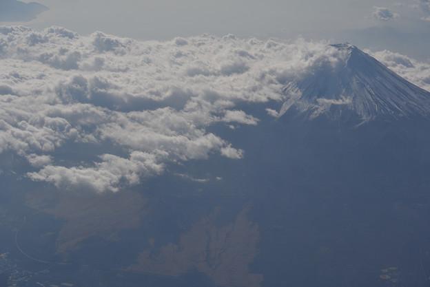 雲に追われる富士山