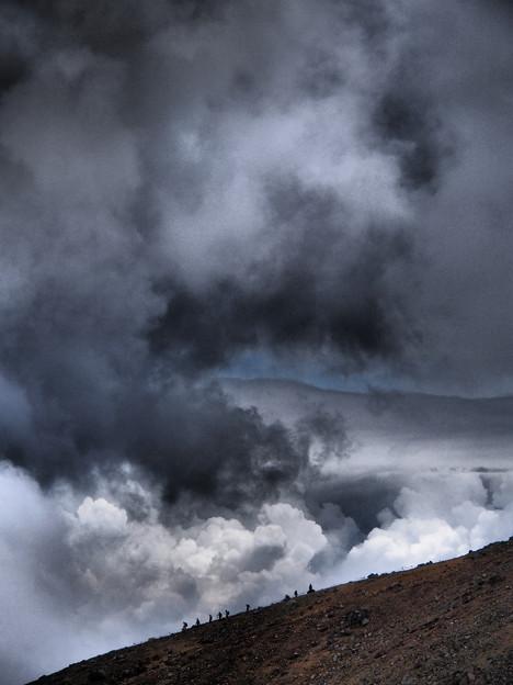 雲湧く稜線を行く