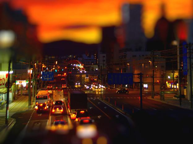 黄昏時の交差点