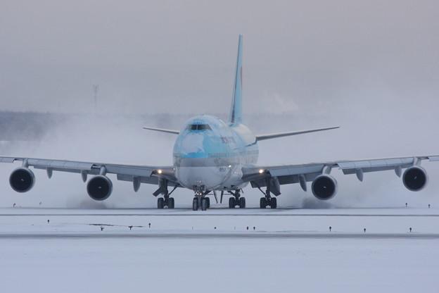 B744 雪を乗せてTaxiing