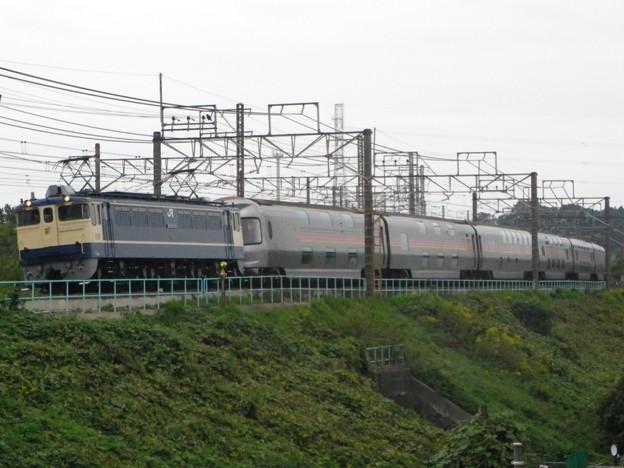 EF65 1115+E26系+EF81 133 「カシオペア」方転回送