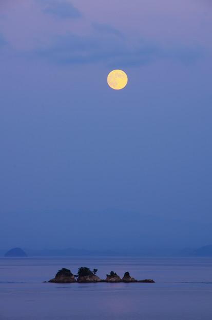 名月 四ツ子島