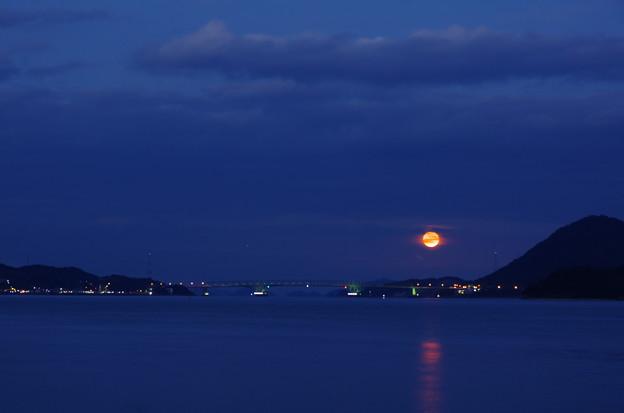 瀬戸の満月