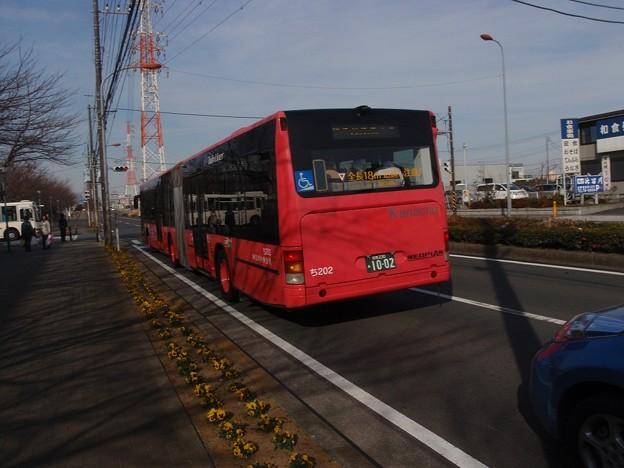 連接バス 試験運行 左折待ち