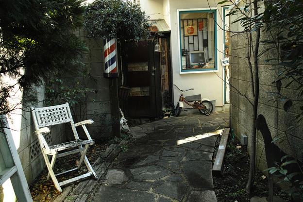 路地裏の理髪店