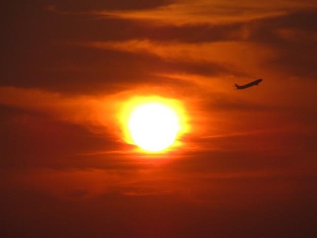 「夕日と機影・・」 です・・・
