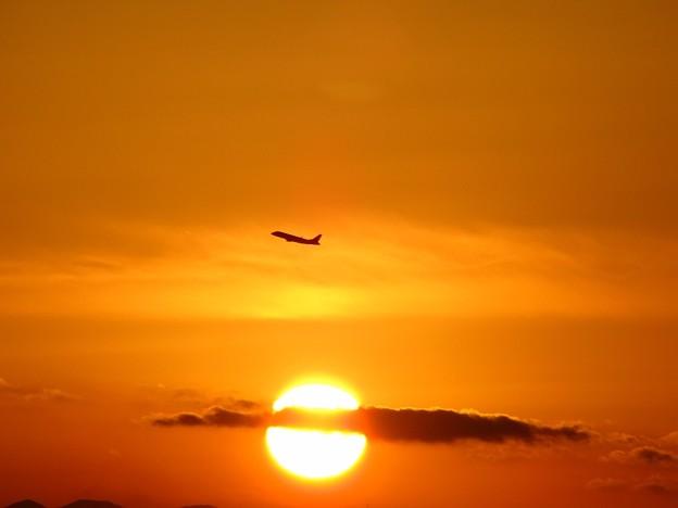 「夕日と機影・・・」 です・・・・